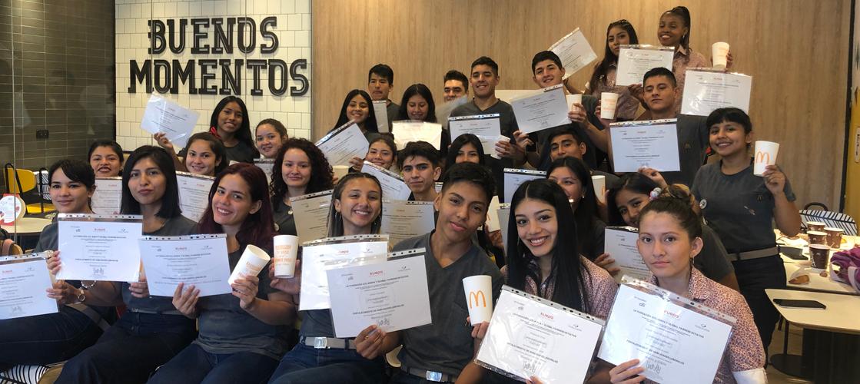 """Arcos Dorados entregó diplomas a los primeros graduados de """"Creando tu futuro"""" en Barrio 31"""
