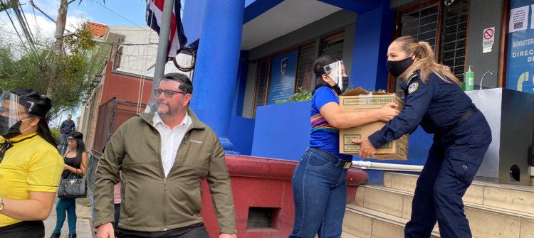 Donamos más de 8 toneladas de alimentos a los oficiales de Fuerza Pública de Costa Rica