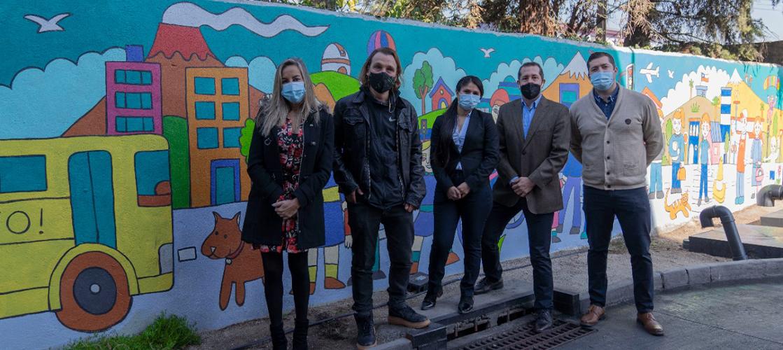 Presentamos un mural sustentable que purifica y descontamina el aire en Chile