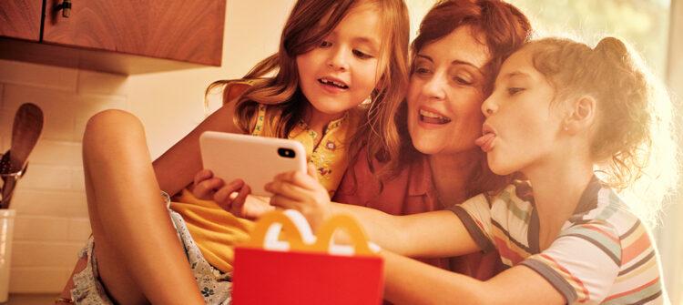 Eliminamos los colorantes y saborizantes artificiales de los productos de la Cajita Feliz de McDonald's