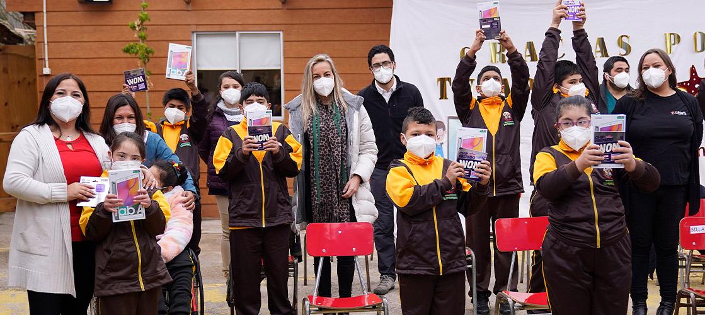 Donamos más de 70 kits de educación virtual a alumnos de colegios rurales de Chile